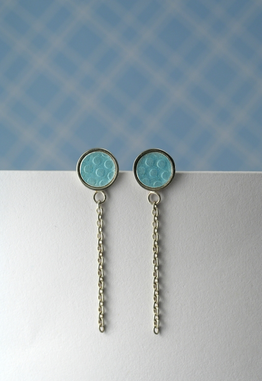 Spotty drops with chain