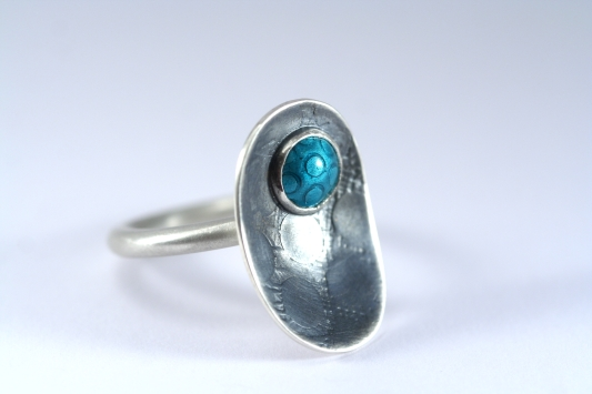 Circle and weave ring